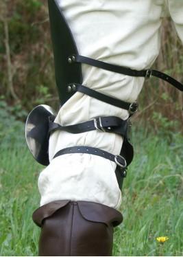 Jambes d'armure en cuir et acier