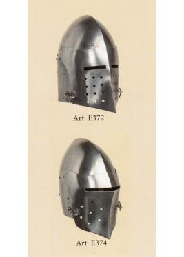 Casques de combat médiévaux